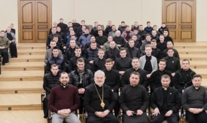/latest-news/item/873-delehatsiia-pmv-provela-tradytsiinu-zustrich-z-lvivskymy-seminarystamy.html