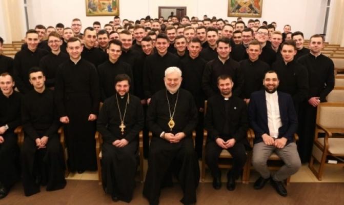 /latest-news/item/871-holova-pmv-pospilkuvavsia-z-vykhovantsiamy-ivano-frankivskoi-seminarii.html