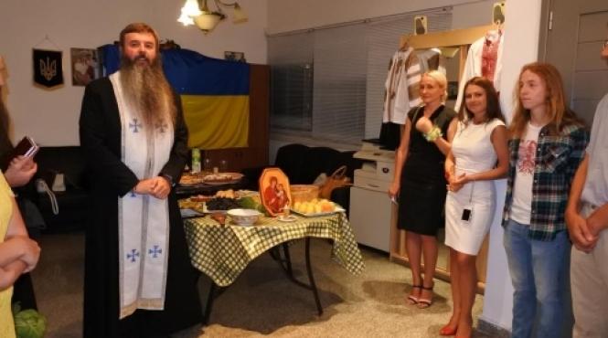 /novini/item/434-ukraintsi-kipru-vidsviatkuvaly-25-tu-richnytsiu-nezalezhnosti-i-pomolylysia-za-ukrainu.html